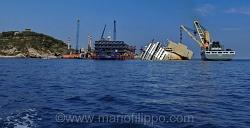 """Il naufragio della nave """"Costa Concordia"""" del 13 gennaio 2012 davanti all'isola Del Giglio"""