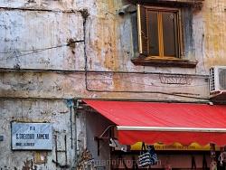 Napoli Via San Gregorio Armeno,la via dei pastori e dei presepi