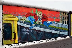 """IL MURO DI BERLINO """" PER NON DIMENTICARE CHE' E' FACILE COSTRUIRE MA MOLTO DIFFICILE ABBATTERE I MURI CHE CI DIVIDONO"""""""