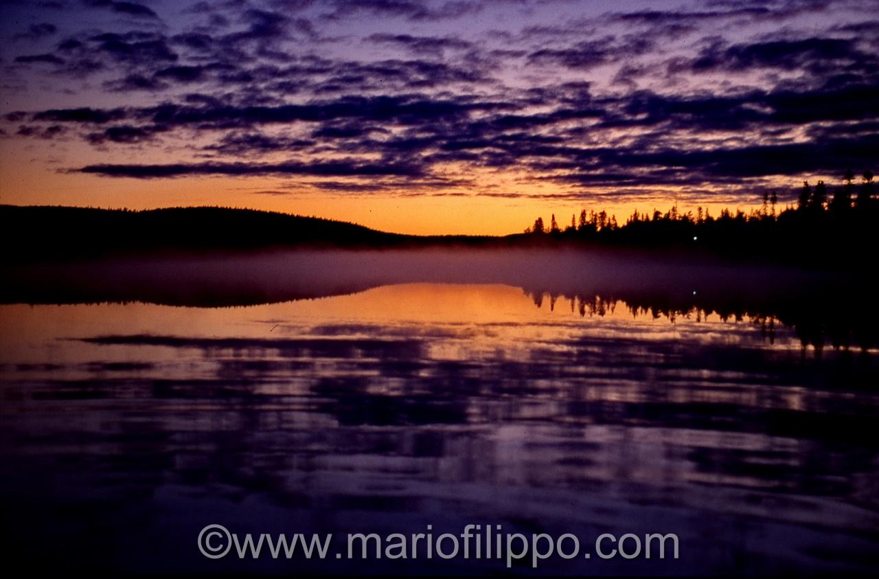 finlandia riflessi sul lago al tramonto