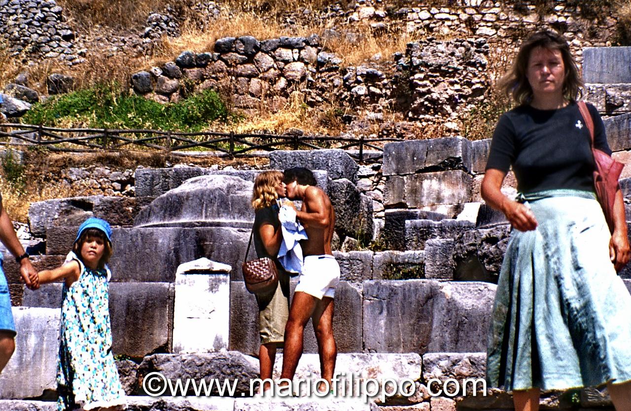 Grecia Delfi -con un bacio la storia si ripete